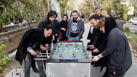 perser : Teheran, Iran - 03.04.2019 - Street Fair Entertainment 15 - Tischfußball 1 - Erwachsene. Videos