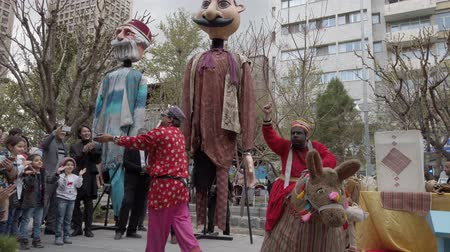 marionet : Tehran, Iran - 2019-04-03 - Street Fair Entertainment 6 - Children Skit 3. Stockvideo