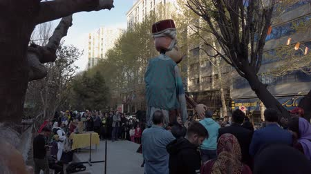 marionet : Tehran, Iran - 2019-04-03 - Street Fair Entertainment 3 - Giant Puppets Dance. Stockvideo