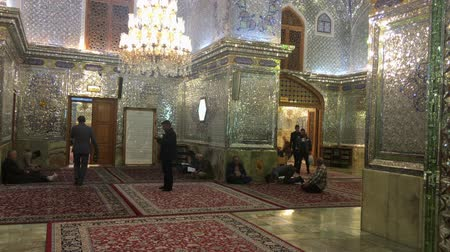 persie : Shirahz, Iran - 2019-04-09 - Shah Cheraugh Temple Mirror Room 2 - Traffic and Praying. Dostupné videozáznamy