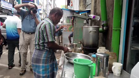 alku : Colombo, Sri Lanka - 2019-03-21 - Man Makes Coffee on Street While Being Photographed.