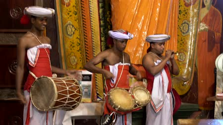 trąbka : Colombo, Sri Lanka - 2019-03-21 - Temple Band Plays with Two Drums and One Haranava Closeup.