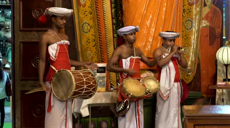 trombeta : Colombo, Sri Lanka - 2019-03-21 - Temple Band Plays with Two Drums and One Haranava Side.