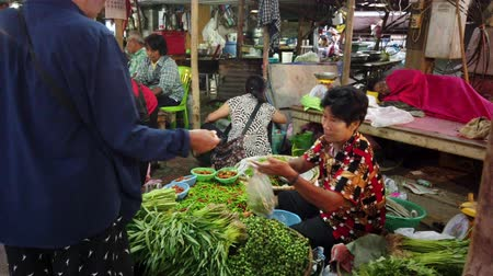 pimentas : Sukhothai, Thailand - 2019-03-06 - Vegetable Vendor Makes Sale At Outdoor Market.