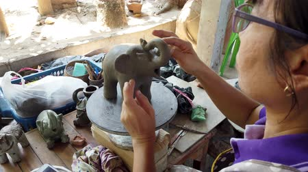 borowina : Sukhothai, Thailand - 2019-03-06 - Sculptor Puts Eyes On Clay Elephant.