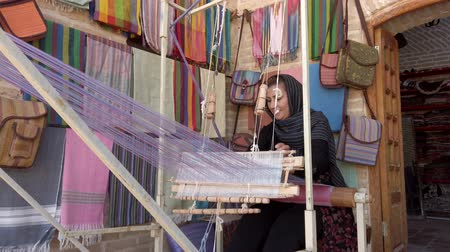 têxteis : Isfahan, Iran - 2019-04-12 - Young Woman Weaves Cloth 1 - Low View.