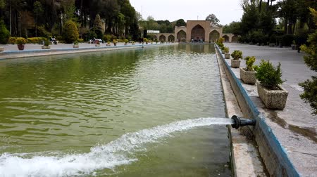 reciclagem : Isfahan, Iran - 2019-04-12 - Filling a Reflecting Pool.