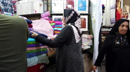 têxteis : Shiraz, Iran - 2019-04-08 - Woman Shops for Towels.
