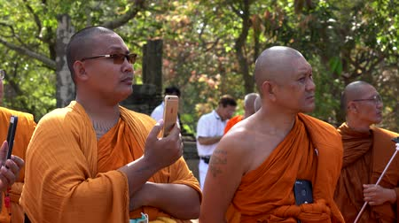 дзен : Polonnaruwa, Sri Lanka - 2019-03-23 - Monks On Tour 4 - Listening and Recording Lecture. Стоковые видеозаписи