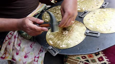 díszítés : Cairo, Egypt - 2019-05-03 - Man Carves Intricate Design in Brass Plate.