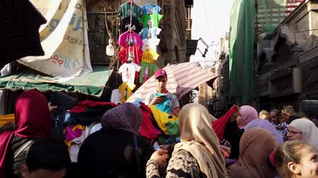 suvenýry : Cairo, Egypt - 2019-05-03 - Busy Bizaare Street With American T-Shirts For Sale.