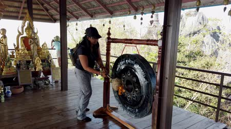 traditional instruments : Phayao, Thailand - 2019-03-08 - With Sound - Tourist Bangs Buddhist Gong 2.
