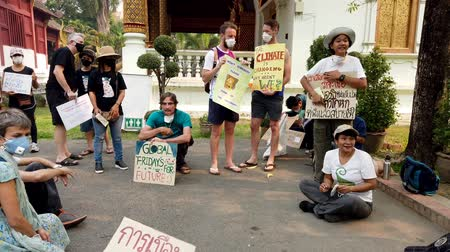 протест : Chiang Mai, Thailand - 2019-03-15 - Small Cimate Activist Protest Sits in Circle.