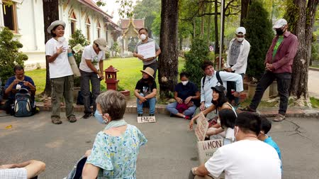 węgiel : Chiang Mai, Thailand - 2019-03-15 - Small Cimate Activist Protest Talks in Circle. Wideo