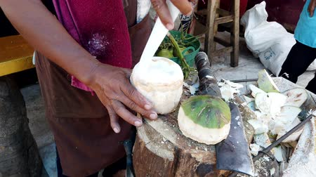 občerstvení : Mae Saiong. Thailand - 2019-03-11 - Finishing Coconut For Tourist Water Treat.