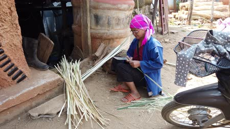 bamboo basket : Mae Saiong. Thailand - 2019-03-11 - Woman Splits Bamboo To Make Bags.