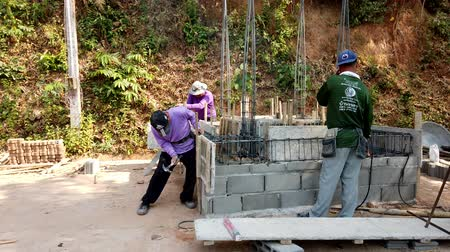 požehnat : Mae Saiong. Thailand - 2019-03-11 - Building New Shrine - Hammering Concrete Form.