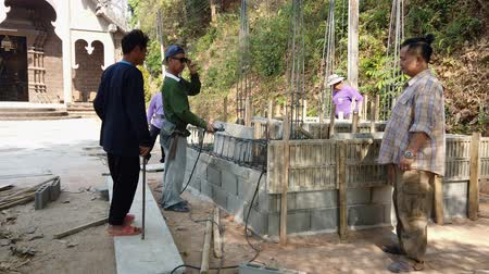 soldagem : Mae Saiong. Thailand - 2019-03-11 - Building New Shrine - Welding With Sunglasses.