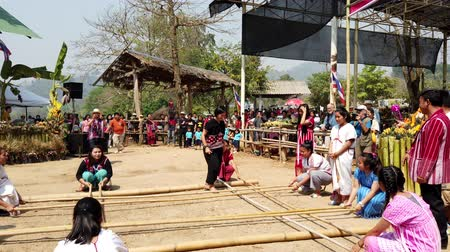oluşturmak : Chiang Rae, Thailand - 2019-03-13 - Sabah Murat Bamboo Dance By Skilled Girls - with Sound 1.