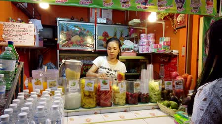 banan : Chiang Rae, Thailand - 2019-03-13 - Woman Makes a Fruit Smoothie at a Market Stand.
