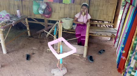 szövetek : Bangkok, Thailand - 2019-03-03 - Long Neck Karen Tribe Woman 5 - Woman Spins Yarn.