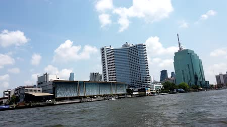 посетитель : Bangkok, Thailand - 2019-03-03 - Speeding Canal Boat Passes High Rise Hotels.