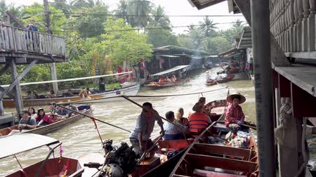 emperrado : Bangkok, Thailand - 2019-03-03 - Canal Boat Stuck in Logjam of Too Many Boats.