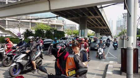 джем : Bangkok, Thailand - 2019-03-17 - Motorcycles Are First to Go When Traffic Light Changes.