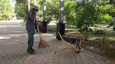 remover : Galle, Sri Lanka - 2019-04-01 - Groundskeeper Sweeps up Debris at Resort in Sri Lanka.