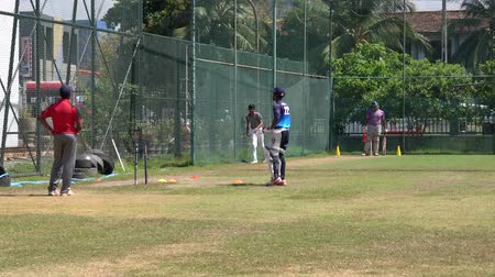 vleermuis : Galle, Sri Lanka - 2019-04-01 - Teenage Cricket Practice - Pitching and Batting Cage.