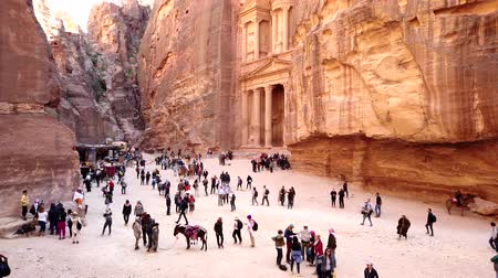 峡谷 : Petra, Jordan - 2019-04-23 - Tourists Wander In Front of Treasury 2. 動画素材