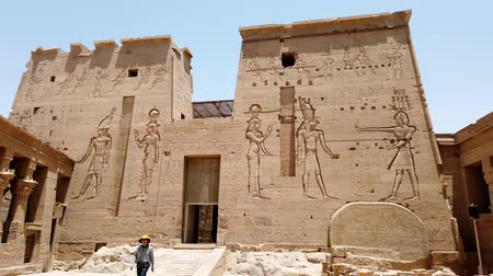 náboženství : Aswan, Egypt - 2019-04-28 - Philae Temple - Entrance is Protected by Giant Stone Carvings.