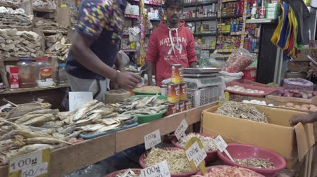 barışçı : Nuware, Sri Lanka - 2019-03-27 - Vendor Puts Price Tags on Dried Fish. Stok Video