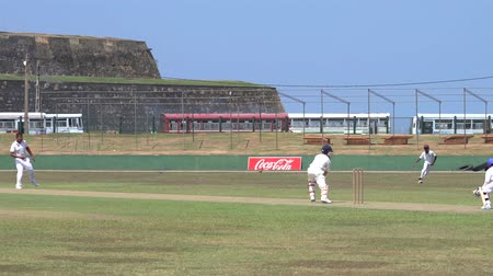 vleermuis : Galle, Sri Lanka - 2019-04-01 - Teenage Cricket Practice - Foul Ball.