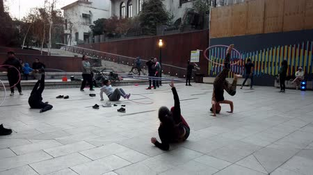 jimnastik : Valparaiso, Chile - 2019-07-13 - Students Practice Juggling and Hoops in Courtyard. Stok Video