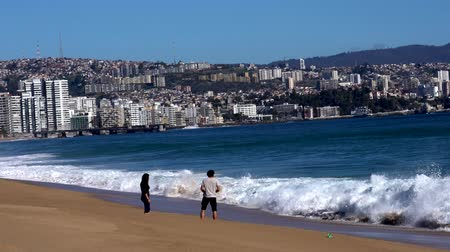 executar : Vina del Mar, Chile - 2019-07-28 - Young Couple Retreat From the Surf.