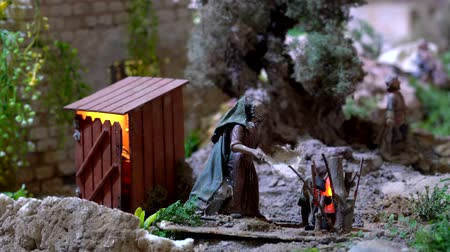 yaşlı : Cuenca, Ecuador - 2019-01-03 - Animated Christmas Nativity Scene - Fire Fanned Outside Outhouse. Stok Video