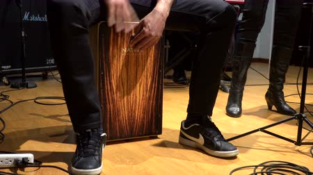 enstrüman : Cuenca, Ecuador - 2019-09-29- Rock Band Practice Session - Cajon Drum Closeup Left.