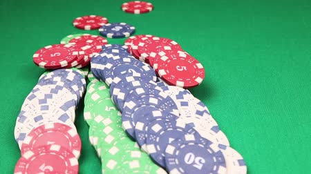 покер : Many poker chips falling on green casino table