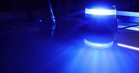 aimants : Rotating blue emergency light on law enforcement or medic vehicle roof background