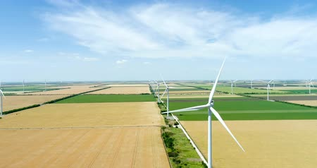 Group of windmills for electric power production in the agricultural fields. Stok Video