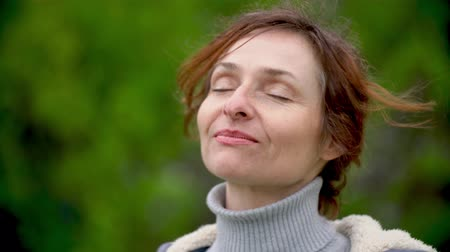 Closeup portrait of a happy woman outdoors. Slow motion. Dostupné videozáznamy