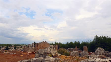 оставаться : Newly discovered 2,200 year old ancient city Lyrboton Kome in southern province of Antalya, Turkey. Timlapse shooting.