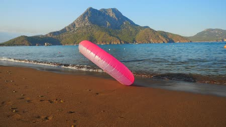inflável : Rolling pink inflatable circle on the sand beach