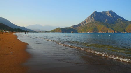 arquipélago : Sea waves on the beatiful sand beach in Turkey. Paradise place for summer vacation in Mediterranean sea.