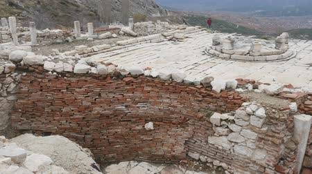 monumentální : The archaeological site of Sagalassos is located in southwest Turkey, in Burdur province. Brickwalls from Roman Imperial period.