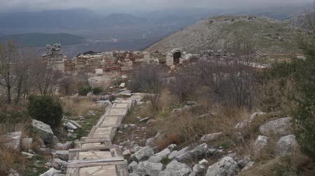 arkeolojik : The archaeological site of Sagalassos is located in southwest Turkey, in Burdur province. Stok Video
