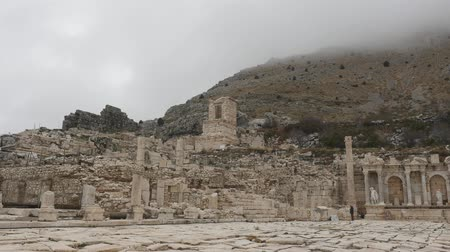 archeologie : A view of Antonine Nymphaeum and Upper Agora in Sagalassos ancient city in Burdur, Turkey in autumn cloudy time Dostupné videozáznamy