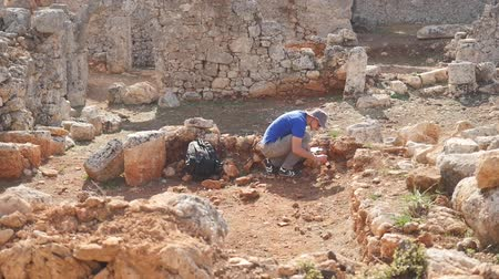archeological : Young archeologist works on an archaeological site in the ancient city Stock Footage