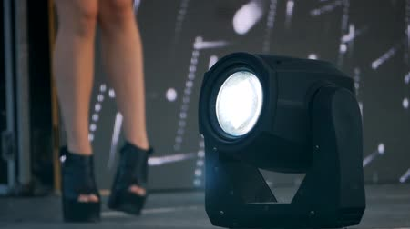 uyluk : Legs of go-go dancer dancing outdoor. Disco light in front view Stok Video